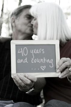 40 Best Couple Photo Poses For Wedding Anniversary - Machovibes - Golden Year Anni - Spousal Cute Anniversary Ideas, Wedding Anniversary Pictures, 40th Anniversary, Anniversary Boyfriend, Boyfriend Birthday, Older Couple Photography, Friend Photography, Maternity Photography, Photography Poses
