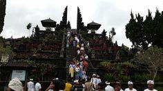El mundo con ella: Bali 2015: 19 de julio (I) - Besakih: La escalera ...