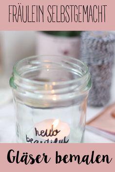 So einfach könnt ihr Gläser bemalen und euch oder eurem Lieblingsmenschen eine kleine Freude bereiten. Pot Mason Diy, Mason Jar Crafts, Mason Jars, Diy Home Crafts, Diy Crafts To Sell, S Videos, Diy Jewelry Holder, Diy Candles, Diy Candle Glass
