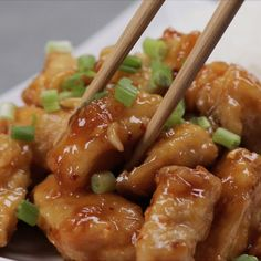 What makes this Orange Chicken Recipe even better from the fast food chain we know as Panda Express is that you& be eating homemade food with fresh ingredients! Asian Recipes, New Recipes, Cooking Recipes, Asian Cooking, Cooking Panda, Food Videos, Food To Make, Chicken Recipes, Easy Meals