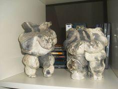 Vogelts Nackedeien: teilglasiert, Schwarzbrand Lion Sculpture, Clay, Pottery, Ceramics, Statue, Art, Objects, Erotica, Sculptures