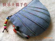 Link to pictures of lots of cute denim bags. I love the pin tucks.