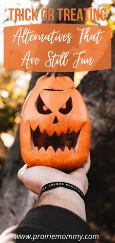 It's quite possible that Halloween is going to get cancelled this year, just like everything else has in 2020. That means disappointed kids, many of which look forward to the holiday for months. These trick or treating alternatives that are still fun can serve as at least some kind of substitute for upset kids. #halloween #halloween2020 #covidhalloween #trickortreat Halloween Home Decor, Halloween House, Halloween 2020, Halloween Ideas, Halloween Activities For Kids, Kids Party Games, Scary Decorations, Halloween Decorations, Spooky Costumes