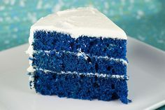 Blue Velvet Cake -- white cake mix and buttermilk Bolo Red Velvet, White Velvet Cakes, Food Cakes, Smores Cookies, Marshmallow Creme, Marshmallow Frosting, Blue Cakes, White Cake Mixes, Bolo De Chocolate