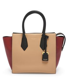 beecb927adb0 This classic designer handbag is made with leather in a perfectly pebbled  texture