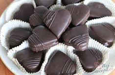Medová srdíčka plněná kokosovou nutellou | NejRecept.cz Nutella, Biscuits, Vegetarian, Candy, Food, Angst, Honey, Chocolate, Chocolate Candies