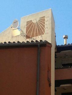 Detalle | Reloj de Sol de la Corrala de la Calle del Espino | Calle de Miguel Servet semiesquina con Calle de Mesón de Paredes | Barrio de Lavapiés - Madrid