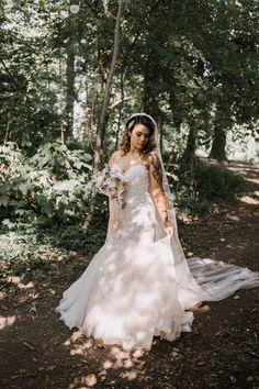 De 11 populairste trouwleveranciers op een rij! | ThePerfectWedding.nl  #populairste #trouwleveranciers #theperfectwedding #meestgekozen #meestgeboekt #entertainment #bruidstaart #trouwpak #bruidegom #bruidsmake-up #bruidskapsel #trouwjurk #trouwfotograaf #trouwambtenaar Victorian, Dresses, Fashion, Vestidos, Moda, Fashion Styles, Dress, Dressers, Fashion Illustrations