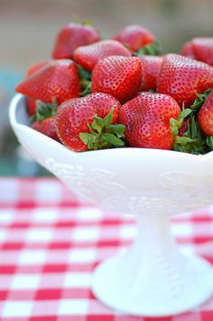 Fresh berries and red gingham for Mission Alfresco