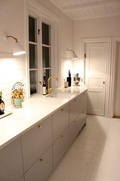 IMG_0350 Modern American Kitchens, Minimalist Modern Kitchens, Modern Large Kitchens, Light Wood Kitchens, Modern Kitchen Plans, Modern Kitchen Design, Wooden Kitchen, Ikea Kitchen, Kitchen With High Ceilings