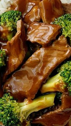 Chinese Beef and Broccoli Stir Fry ~ This is a restaurant recipe which is extra saucy... It's super fast to make and you can get all the ingredients from the supermarket fast dinners fast dinner recipes #recipe #dinner