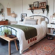 Room Ideas Bedroom, Home Decor Bedroom, Bedroom Furniture, Furniture Ideas, Furniture Design, Deco Studio, Aesthetic Room Decor, New Room, Room Inspiration