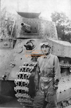 """Japanese soldiers at the tank """" type 89 Otsu."""""""