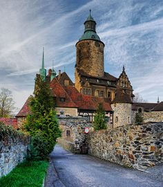 Poland Castle of Czoch Beautiful Castles, Beautiful Places, Places To Travel, Places To See, Visit Poland, Historical Monuments, Central Europe, Krakow, Kirchen