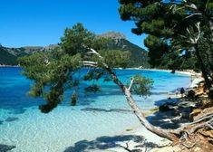 Cala d'or. | Mallorca | Eiland | Spanje | Blauw water | Vliegvakantie | #vakantie #ontspannen #reizen #vliegen #vliegvakantie Wonderful Places, Great Places, Places To See, Beautiful Places, Menorca, Mallorca Beaches, Places In Spain, Holiday Places, Balearic Islands