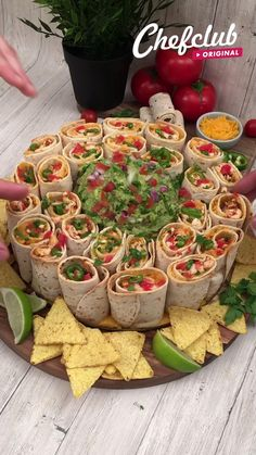 Party Food Platters, Party Food Buffet, Snack Platter, Party Trays, Snacks Für Party, Dinner Party Foods, Good Party Food, Food For Parties, Lunch Party Ideas