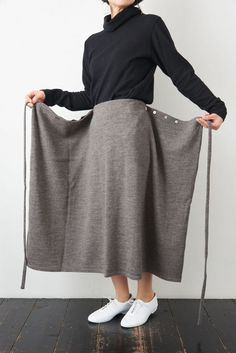 Maxi skirt tutorial, pattern drape, apron dress, clothing craft, sewing of … - Nahen Ideen Fashion Sewing, Diy Fashion, Ideias Fashion, Clothes Crafts, Sewing Clothes, Dress Clothes, Sewing Coat, Maxi Skirt Tutorial, Costura Fashion
