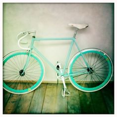 fixie    Love the colors.