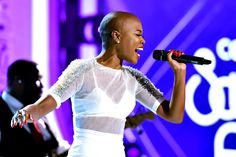 Soul Train Awards: V. Bozeman's Sweet 'Smile' Shines Through Bald Haircut, Soul Train Awards, Old School Music, Bald Women, Shaved Head, Stage Outfits, Brown Skin, Beautiful Images, Beauty Skin