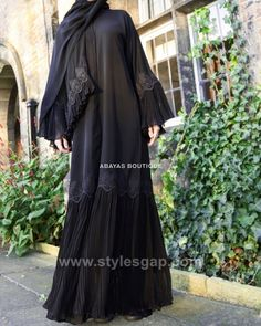 Fancy Lace Embroidered Abaya Designs Latest Collection consists of stylish & trendy abayas in casual, formal, fishtail styles, front open gowns, Abaya Noir, Mode Abaya, Mode Hijab, Abaya Designs Latest, Abaya Designs Dubai, Abaya Fashion, Kimono Fashion, Fashion Outfits, Burqa Designs