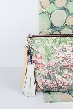 DALMATIA Canvas Pouch con Strap Natural y Tassel Blanca