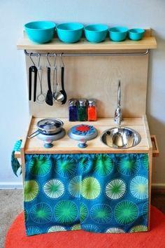 Look! Finley's Homemade Play Kitchen - Kinderkuche Diy Pappe Best Play Kitchen, Diy Kids Kitchen, Ikea Hack Kitchen, Toy Kitchen, Wooden Kitchen, Play Kitchens, Kitchen Sets, Cardboard Kitchen, Childrens Kitchens