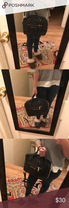 Modeling Juicy couture purse Modeling juicy couture Juicy Couture Bags Crossbody Bags
