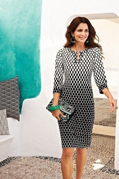 Dotted Knee-Length Dress love this style dress and this pattern Dot Dress, Dress Skirt, Dress Up, Cute Dresses, Dresses For Work, Chicos Fashion, Amarillis, Fashion Over 50, Work Attire