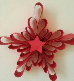 Per realizzare questa stella/fiocco non ci occorre molto materiale ma solo: cartoncino rosso per la stella cartoncino celeste peril fiocco di neve colla Procedimento: Ritagliare 5 strisce di carto…