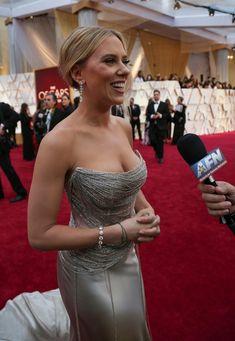 Scarlett Johansson blog Curvy Celebrities, Celebs, Strapless Dress Formal, Prom Dresses, Formal Dresses, Movie Halloween Costumes, Alexandra Daddario, Instagram Models, Scarlett Johansson