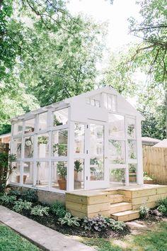 25 idées et plans de serre bricolage - Diy Greenhouse Plans, Backyard Greenhouse, Greenhouse Wedding, Homemade Greenhouse, Cheap Greenhouse, Pallet Greenhouse, Window Greenhouse, Mini Greenhouse, Greenhouse Gases