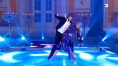 Grazile Schrittfolgen, körperliche Anmut zur musikalischen Taktung und fließende Bewegungen im Scheinwerferlicht. Das haben wir alles nicht. Dafür ein paar sehr ambitionierte Tänzer und sehr sehr viel Eis. Die beste Show der Welt, 4. Februar, 20:15 Uhr, ProSieben.