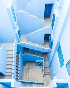 La Muralla Roja in Calpe, Spain, called a 'Labyrinth' by architect Ricardo Bofill. Light Blue Aesthetic, Aesthetic Colors, Aesthetic Vintage, Photo Bleu, Le Grand Bleu, Everything Is Blue, Blue Walls, Belle Photo, Modern Architecture