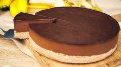 Čokoláda a banány jsou nejvděčnější ingredience v raw kuchyni. Snad se ani nedají spočítat možnosti jejich využití. Tento dort je velmi oblíbený u dětí.