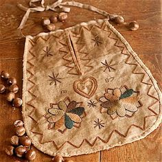 Crewel embroidered sewing pocket by primitivespast.com