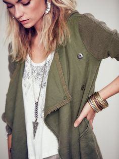 Olive green military cardi w lace cami // Casual chic // boho arrow necklace // Edgy style // modern bohemian jewelry Free People Drippy Linen Jacket Mode Chic, Mode Style, Style Me, Passion For Fashion, Love Fashion, Emo Fashion, Lolita Fashion, Fashion Details, Fashion Boots