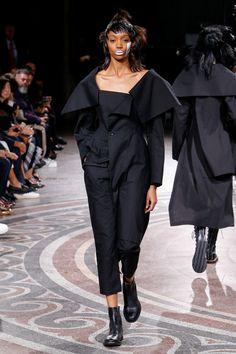 Yohji Yamamoto Spring 2017 Ready-to-Wear Collection Photos - Vogue