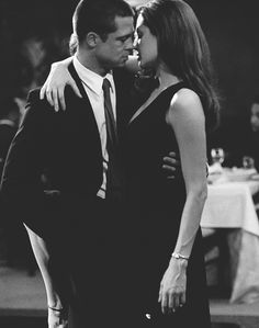 angelina jolie, black and white, brad pitt, mr and mrs smith . Angelina And Brad Pitt, Brad And Angie, Cute Couples Goals, Couple Goals, Foto Poster, Mr And Mrs Smith, Jolie Pitt, Foto Art, Film Serie