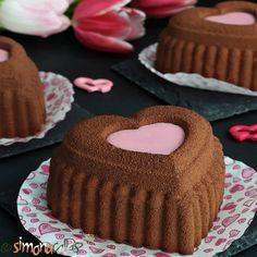 Cheesecake de ciocolata - cheesecake copt delicios - simonacallas Best No Bake Cheesecake, Snickers Cheesecake, Chocolate Cheesecake Recipes, Cheesecake Desserts, Cheesecake With Whipped Cream, White Chocolate Desserts, Oreo Dessert, Tray Bakes, Coco