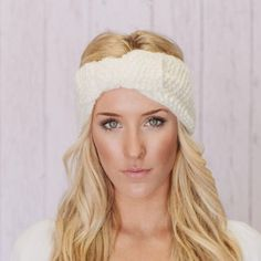 Knitted white headband Knitted headband in white/cream. It's super warm, and super cute! Accessories Hair Accessories