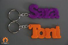 Llavero #personalizado con el #nombre en color #Morado y #Naranja. No te olvides de pedir el tuyo!