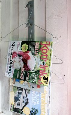 Magazine holder from laundry hangers Cottage Toilets, Cottage Showers, Summer Cabins, Room Of One's Own, Outdoor Baths, Composting Toilet, Primitive Furniture, Some Ideas, Cottage Style