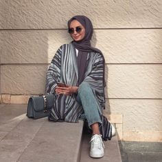 Image uploaded by 𝐻𝒾𝒿𝒶𝒷𝑒𝓈𝓉𝒾𝒸. Find images and videos about hijab, modest and abaya on We Heart It - the app to get lost in what you love. Modern Hijab Fashion, Muslim Fashion, Modest Fashion, Hijab Fashion Summer, Casual Hijab Outfit, Hijab Chic, Modest Dresses, Modest Outfits, Casual Dresses