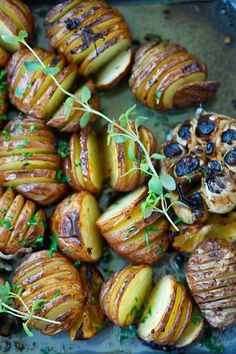 Garlic Herb Roasted Potatoes - baked garlic potatoes with herb, olive oil butter and lemon. The best homemade roasted potatoes recipe ever! Potato Dishes, Vegetable Side Dishes, Vegetable Recipes, Food Dishes, Vegetarian Recipes, Cooking Recipes, Healthy Recipes, Herb Roasted Potatoes, Hasselback Potatoes