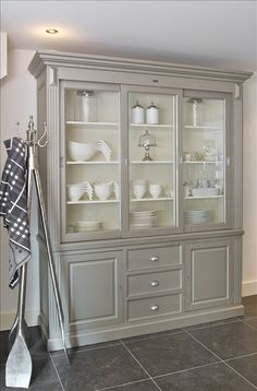 Paint Furniture, Furniture Projects, Furniture Makeover, Furniture Design, Deco Buffet, Painted China Cabinets, Dining Room Hutch, Furniture Restoration, Living Room Decor