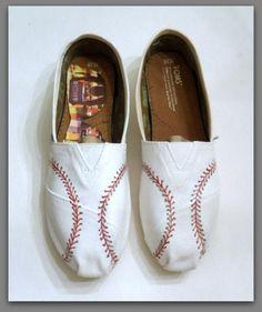 Women's Custom Baseball Painted Toms, Painted TOMS, Yankees, Orioles, in both shopes, Baseball shoes, Baseball stitch, Custom Bridal shoes by StoneThicket on Etsy https://www.etsy.com/listing/219228693/womens-custom-baseball-painted-toms