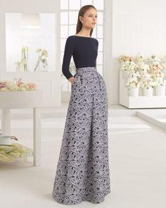 Vestido clásico de costura con cuerpo de crepe de manga larga y cuello redondo y falda de brocado, disponible en marino/natural.