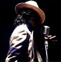 Michael Jackson - See this image on Photobucket. Michael Jackson Thriller, Michael Jackson Bad, Michael Jackson Fotos, Michael Jackson Wallpaper, Michael Jackson Smooth Criminal, Mike Jackson, Liam Neeson, Janet Jackson Rhythm Nation, King Of Music