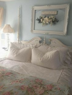 3 Fortunate Tips: Shabby Chic Pillows Chenille Bedspread shabby chic home romantic.Shabby Chic Home Romantic shabby chic rustic wedding. Decoration Shabby, Shabby Chic Wall Decor, Decoration Bedroom, Shabby Chic Cottage, Shabby Chic Homes, Shabby Chic Furniture, Victorian Furniture, Bedroom Furniture, Cottage Style