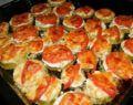 Pečené cuketové kousky se zakysanou smetanou, rajčaty a sýrem! Hotové za 30 minut!